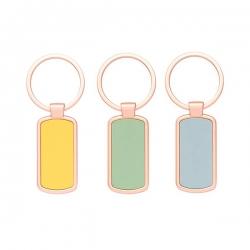 Porta-chaves em metal, detalhe colorido